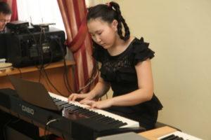 """Ученица 6 """"в"""" класса Жанна Слепцова с бессмертным произведением Бетховена """"Лунная соната"""""""