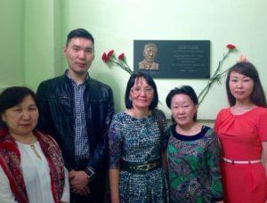 Делегация из школы с дочерью и племянницей Георгия Алексеевича