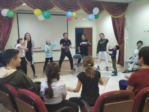 Психосоматолог Клавдий Афанасьев провел занятие по йоге смеха