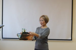 """Доброе дело: ПАО """"РусГидро"""" и Якутская энергоремонтная компания подарили рельефные книги"""